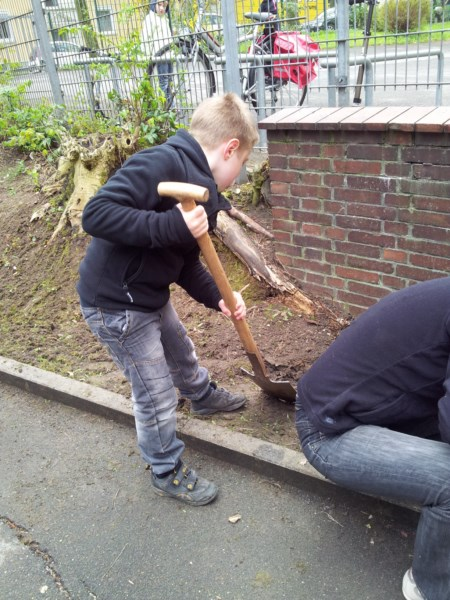 Kinder arbeiten mit dem Sparten