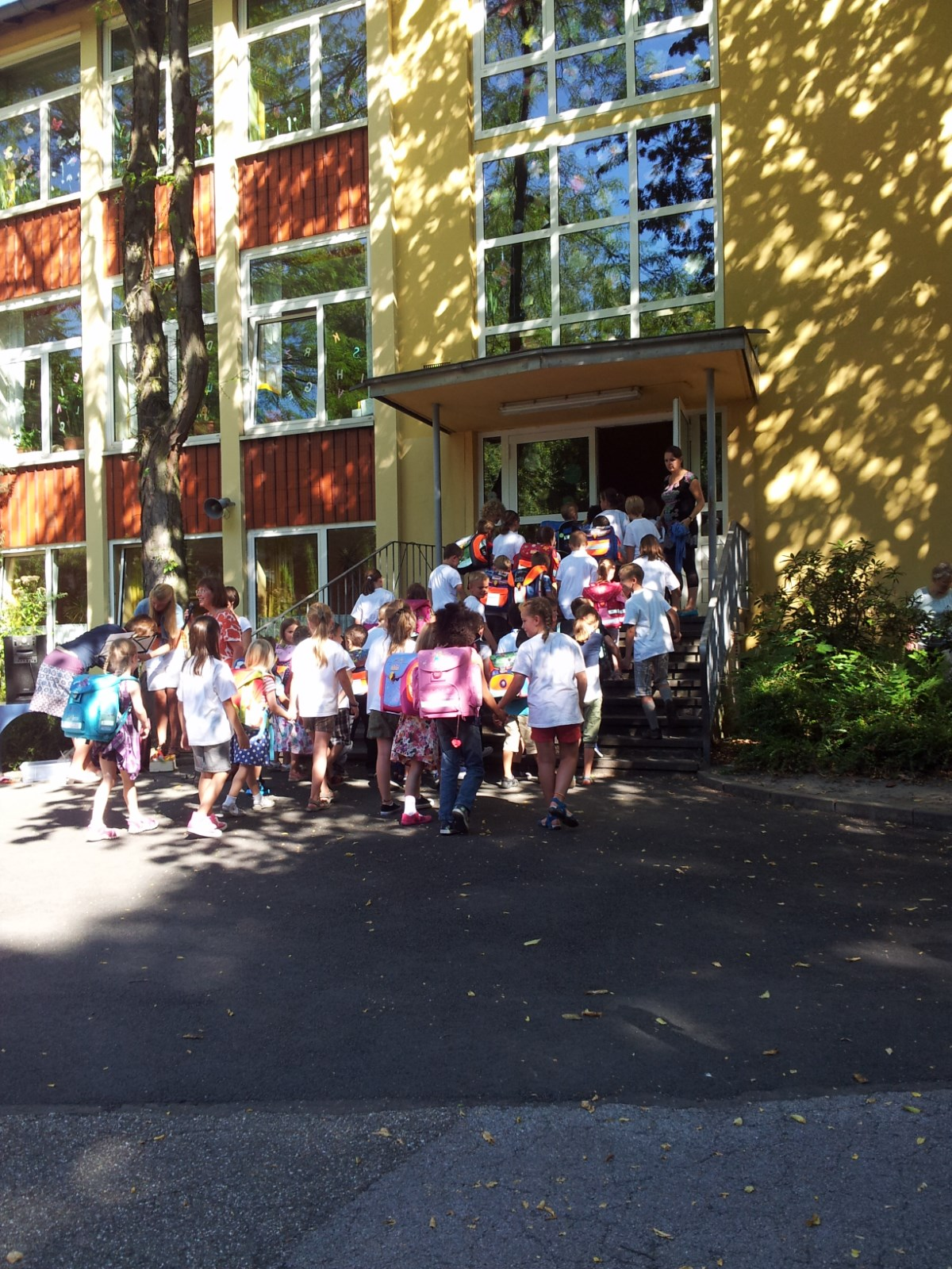 Kinder bei der Einschulungsfeier