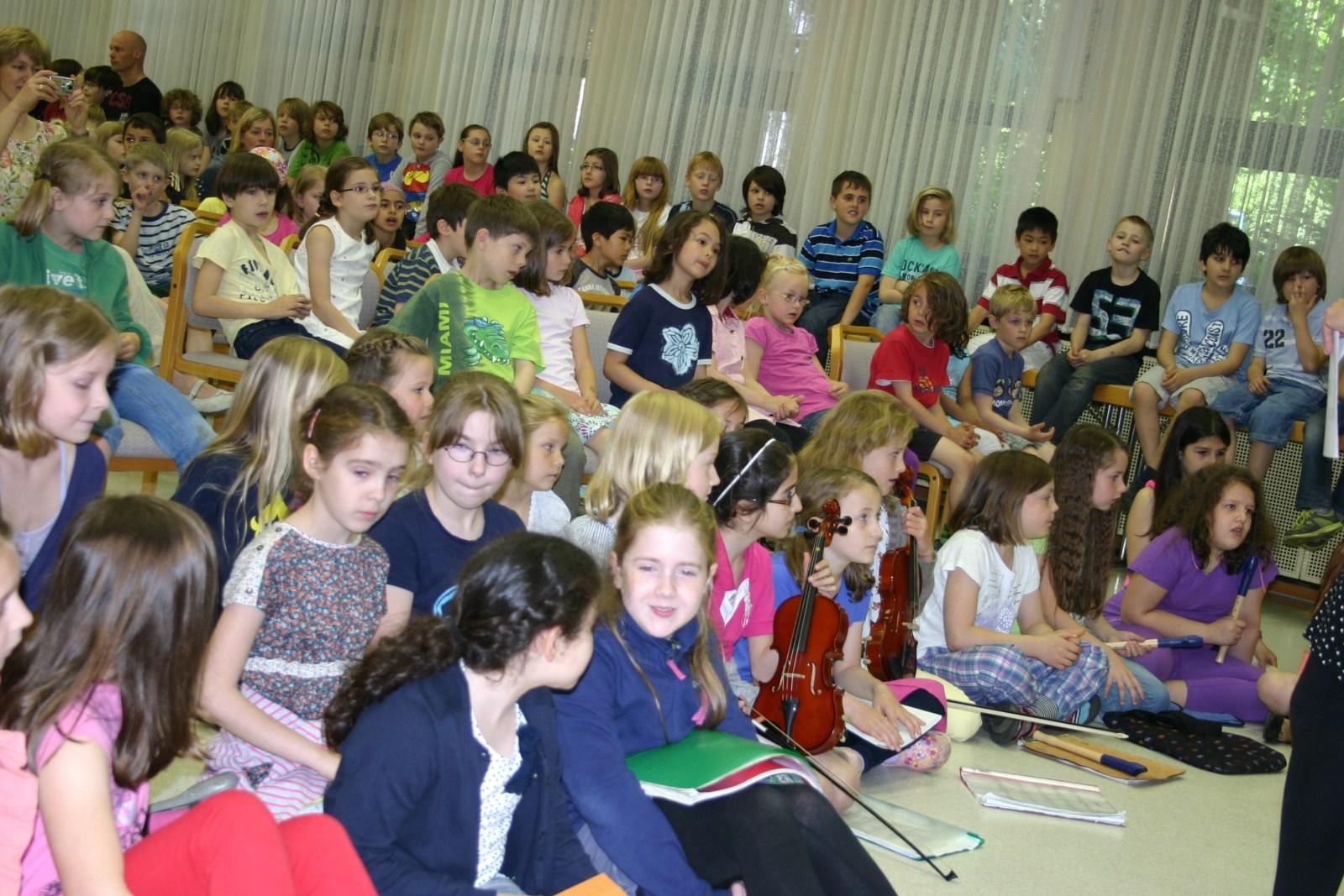 Kinder beim Jeki Konzert