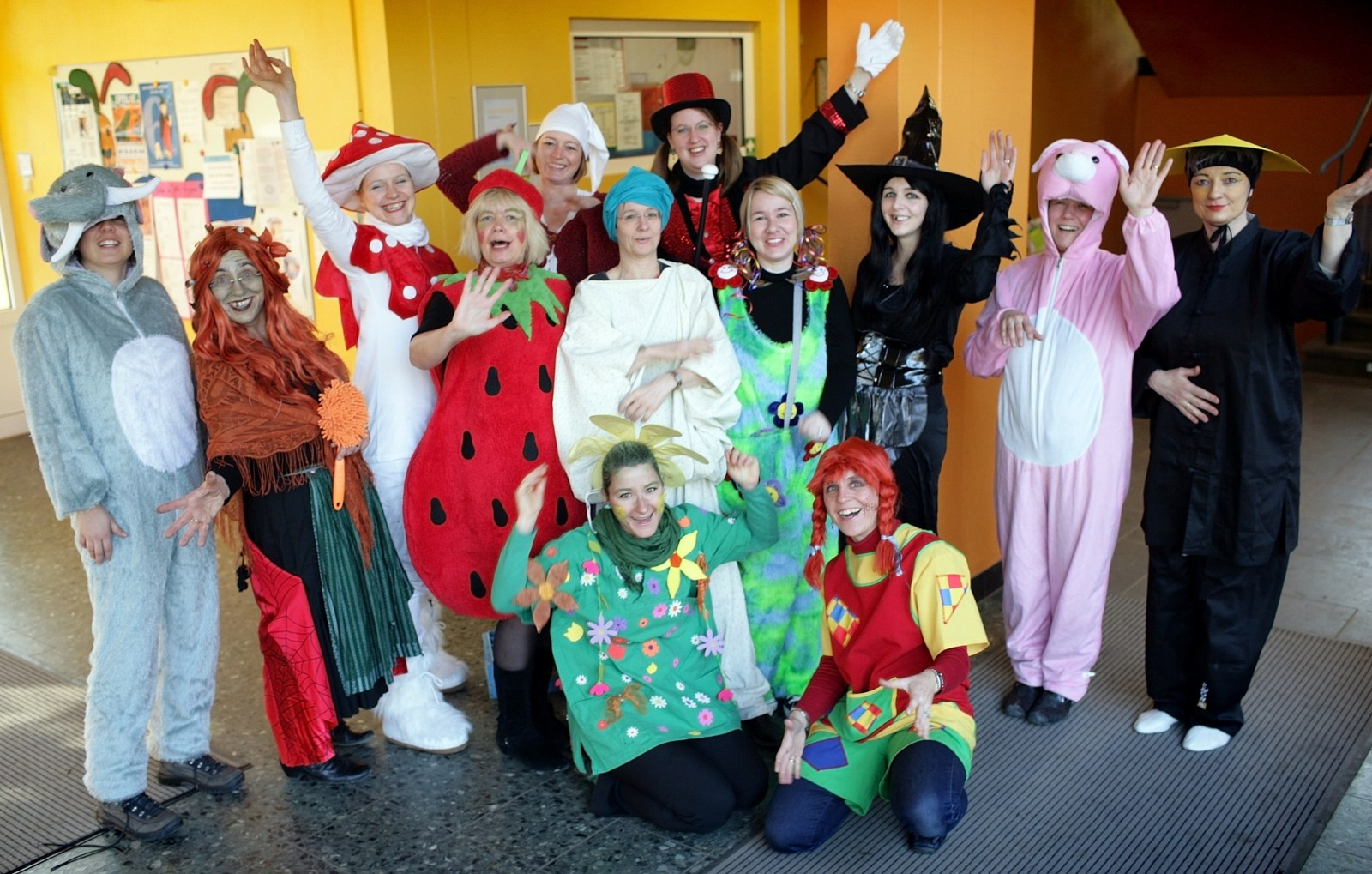 Lehrerinnen feiern Karneval