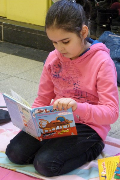 Lesetag in der Schule: Kinder lesen
