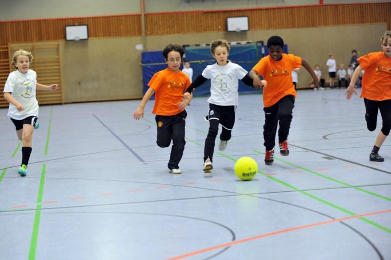 Kinder beim Nikolausturnier Fussball