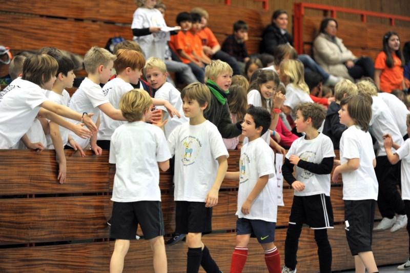 Zuschauer und Spieler beim Nikolausturnier Fussball