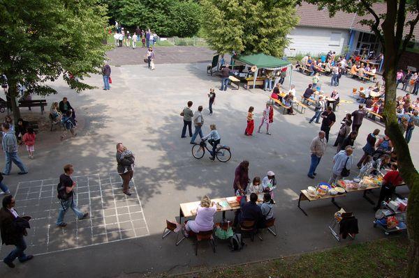 """""""Luftbildaufnahme"""" vom Schulfest"""