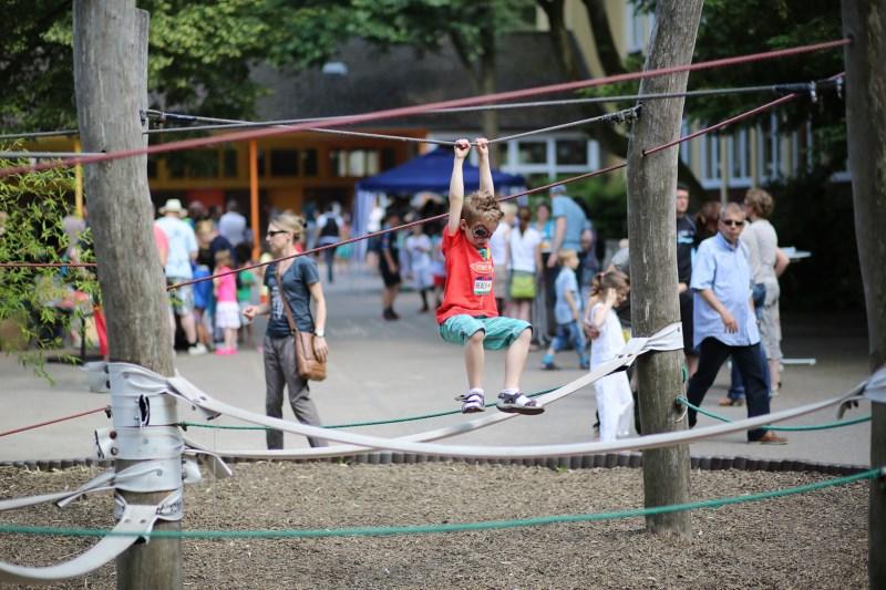 Kinder beim Schulfest