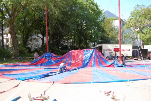Aufbau Zirkuszelt