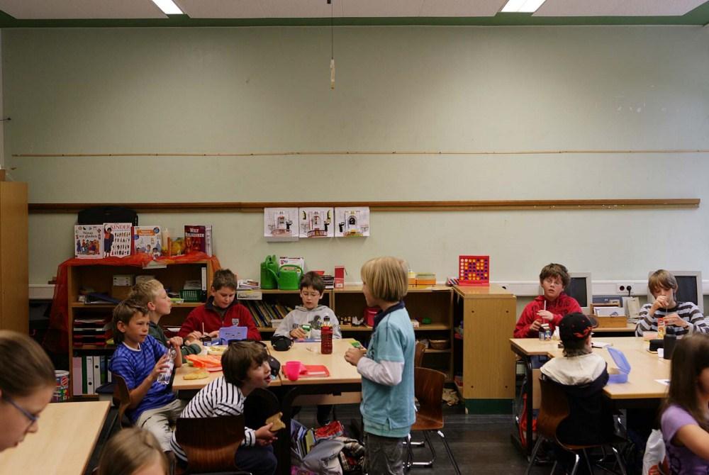 Klassenraum mit tristen Wänden